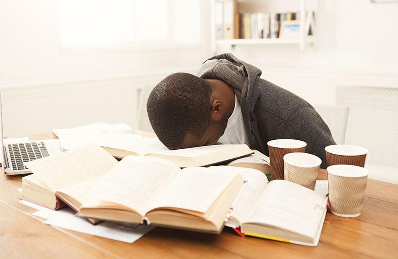6 Nighmare Habits That Ruin Teenagers' Sleep