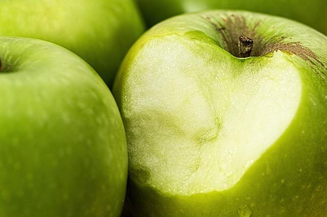 Apples help to keep teeth clean