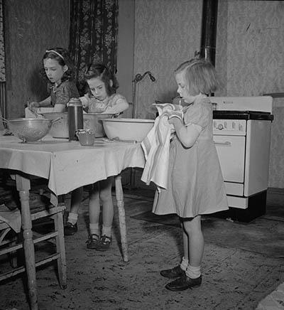 Children washing dishes